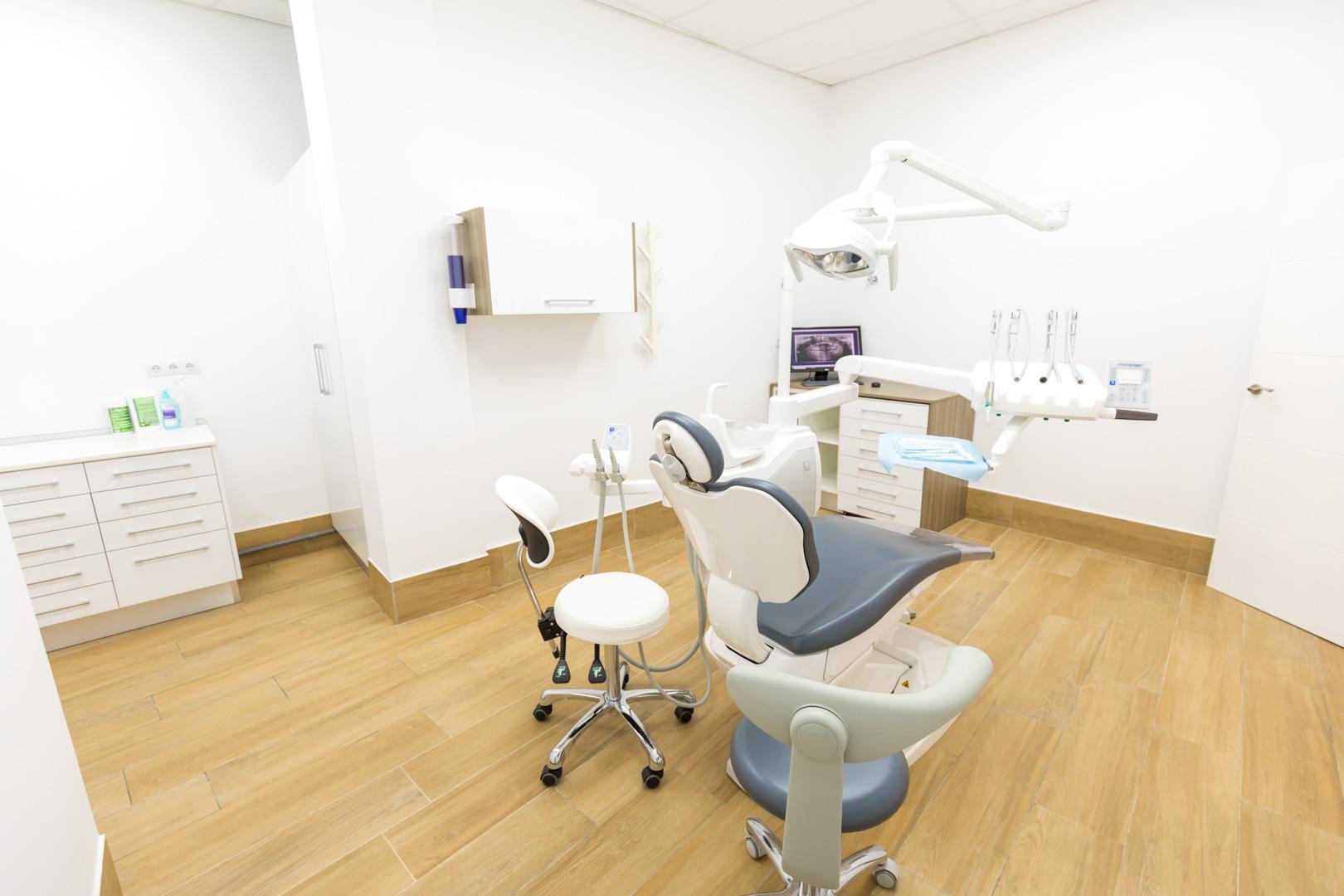 Clínicas Infinity en Andújar - Jaén - Estética Dental, Implante Dental
